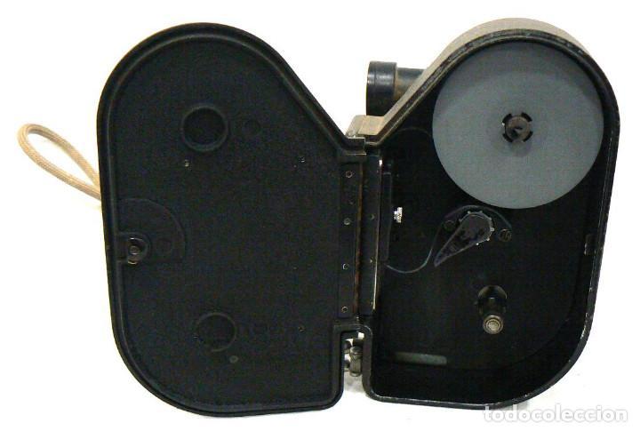 Antigüedades: Antigua y Pequeña cámara tomavistas de cine 8mm. Revere Eight Model 88 - Foto 5 - 167614112