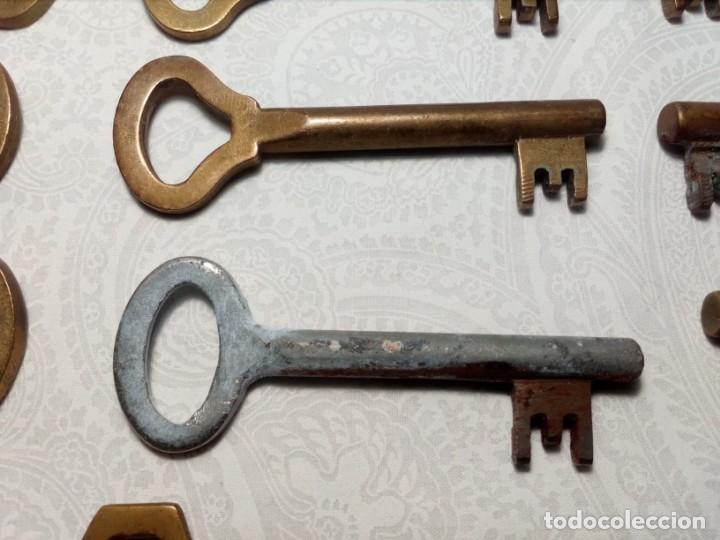 Antigüedades: LOTE 16 LLAVES ANTIGUAS DE LATÓN (AÑOS 60) MARCA LAR - Foto 6 - 167740184