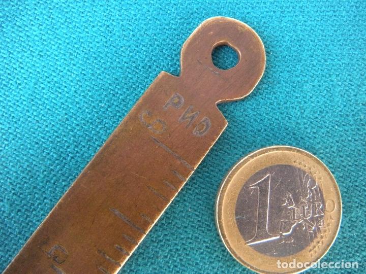 Antigüedades: REGLA DE BRONCE CON CENTÍMETROS Y PULGADAS - Foto 2 - 167747768