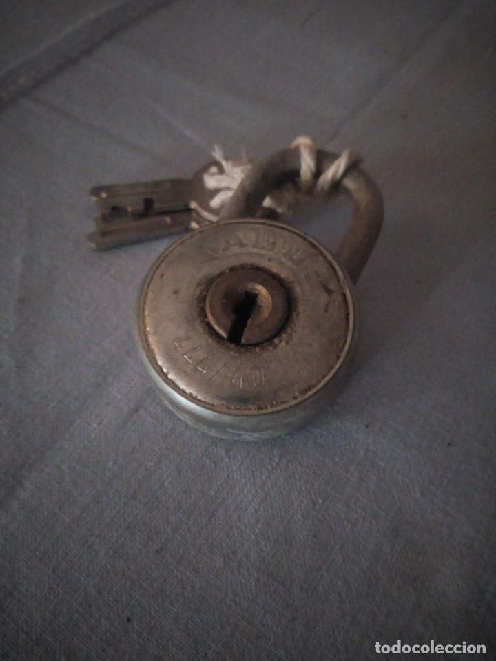 Antigüedades: Antiguo candado abus 444/40,con llaves originales. - Foto 2 - 167755220