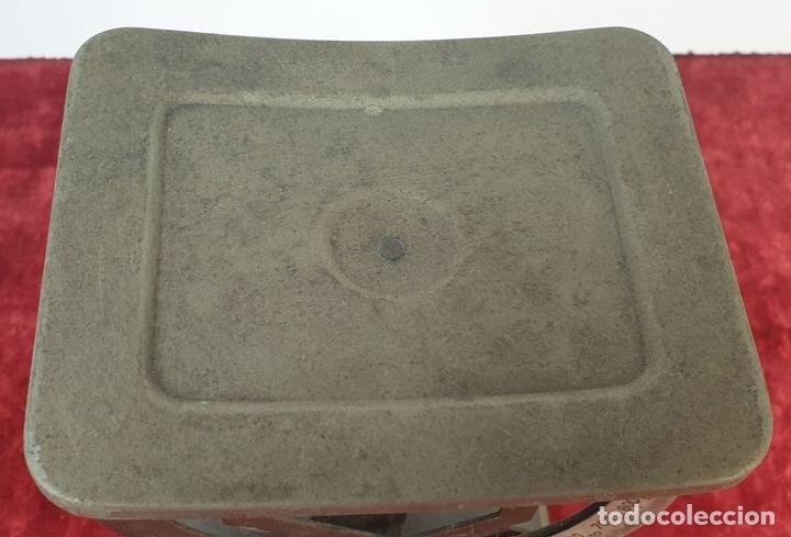 Antigüedades: BALANZA DE CORREOS PARA CARTAS. MYC. METAL. ESPAÑA. CIRCA 1940. - Foto 4 - 167953352