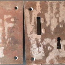 Antigüedades: LOTE 2 CERRADURAS CON LLAVE ANTIGUAS. Lote 167968404