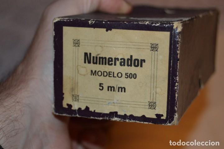 Antigüedades: ANTIGUO NUMERADOR CASCO MODELO 500 - 5 MM - EN CAJA ORIGINAL - MADE IN SPAIN - VINTAGE - MIRA! - Foto 2 - 167984548