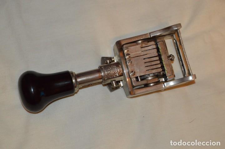 Antigüedades: ANTIGUO NUMERADOR CASCO MODELO 500 - 5 MM - EN CAJA ORIGINAL - MADE IN SPAIN - VINTAGE - MIRA! - Foto 3 - 167984548