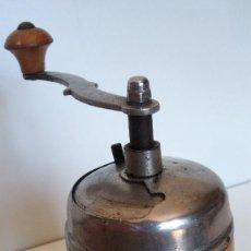 Antigüedades: MOLINILLO DE CAFÉ REDONDO DE MADERA. ALEMANIA. CA. 1935/40 . Lote 168227312