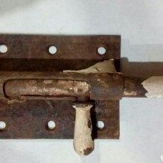Antigüedades: ANTIGUO CERROJO DE HIERRO. Lote 168231940