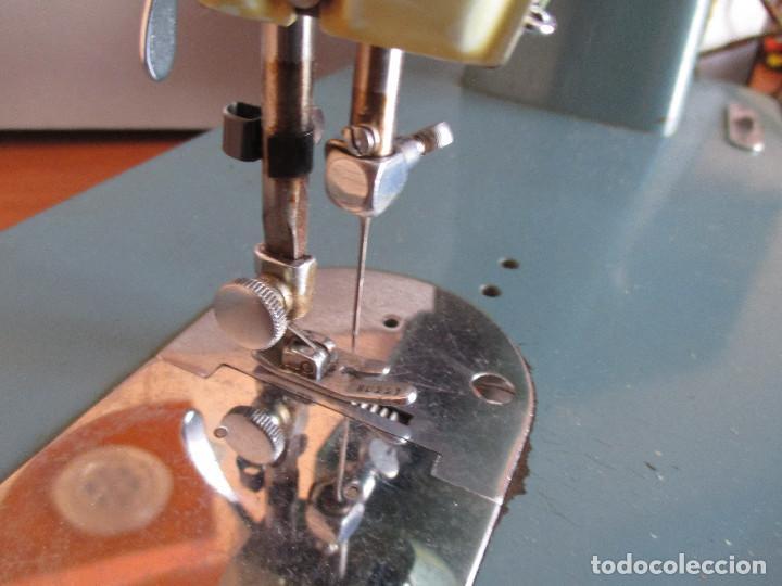 Antigüedades: ANTIGUA MAQUINA DE COSER ALGA MODELO 63 - Foto 21 - 168486084
