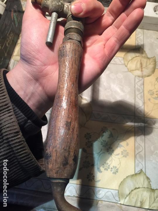 Antigüedades: Antiguo soldador de gas para estaño de los años 20-30 de madera y metal - Foto 7 - 168523168