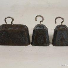 Antigüedades: 3 PESAS PONDERALES DE HIERRO. Lote 168543240