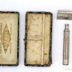 Antigüedades: ANTIGUA MAQUINILLA DE AFEITAR. MARCA MARAVILLA, FABRICACIÓN ESPAÑOLA. INCOMPLETA, LE FALTA UNA PIEZA. Lote 168584132