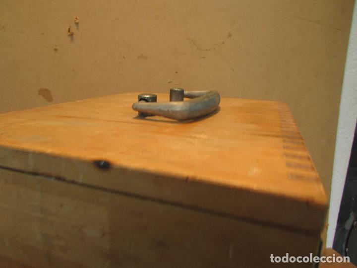 Antigüedades: Microscopio alemán C: ERBE del año 1938. Caja original con llave. Completo - Foto 5 - 168665672
