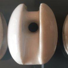 Antigüedades: ANTIGUOS AISLANTES ELÉCTRICOS DE CERÁMICA. Lote 169031700