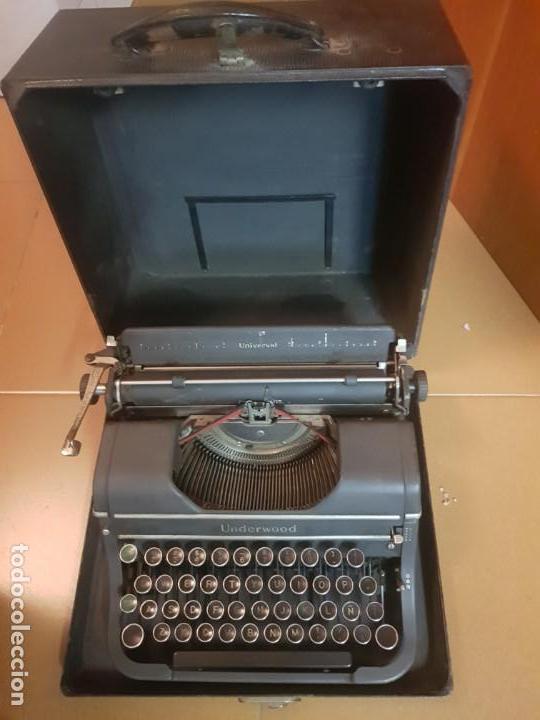 MÁQUINA DE ESCRIBIR UNDERWOOD UNIVERSAL FUNCIONANDO CON CAJA. (Antigüedades - Técnicas - Máquinas de Escribir Antiguas - Underwood)