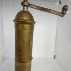 Antigüedades: PIMENTERO MOLINILLO DE CAFÉ GREECE LATÓN O BRONCE. Lote 169083768