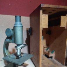 Antigüedades: ANTIGUO MICROSCOPIO ALEMAN HERTEL & REUSS DE KASSEL EN CAJA DE MADERA ORIGINAL Y CON LLAVE. Lote 169121480