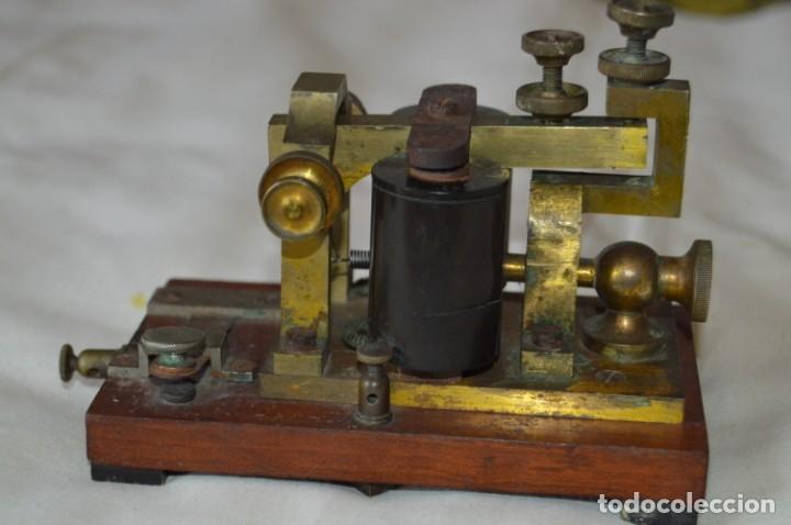 RELÉ TELEGRÁFICO MAISON BREGUET - FINALES 1800 RELAIS TELEGRAPHIQUE BAUDOT - EARLY TELEGRAPH RELAY (Antigüedades - Técnicas - Varios)