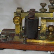 Antigüedades: RELÉ TELEGRÁFICO MAISON BREGUET - FINALES 1800 RELAIS TELEGRAPHIQUE BAUDOT - EARLY TELEGRAPH RELAY. Lote 169177725