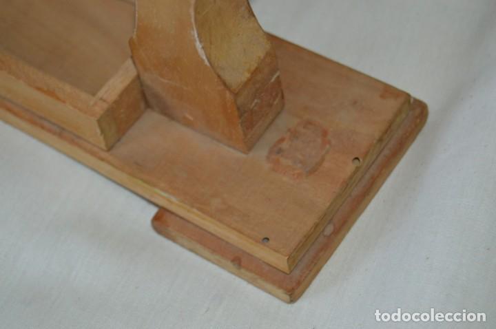 Antigüedades: VINTAGE - Antiguo BASTIDOR o TAMBOR de BORDAR, en madera, muy antiguo, mira fotos y detalles - Foto 6 - 169179136