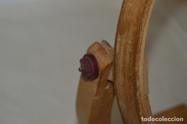 Antigüedades: VINTAGE - Antiguo BASTIDOR o TAMBOR de BORDAR, en madera, muy antiguo, mira fotos y detalles - Foto 14 - 169179136