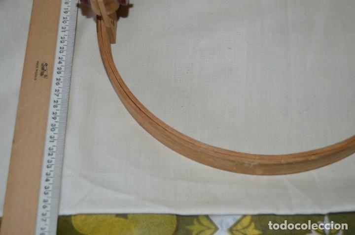 Antigüedades: VINTAGE - Antiguo BASTIDOR o TAMBOR de BORDAR, en madera, muy antiguo, mira fotos y detalles - Foto 17 - 169179136