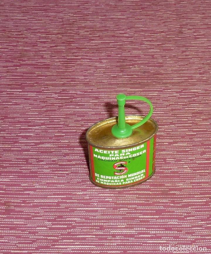 ANTIGUA ACEITERA MAQUINAS DE COSER SINGER. (Antigüedades - Técnicas - Máquinas de Coser Antiguas - Singer)