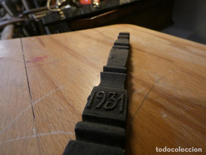 Antigüedades: Tenazas de boda año 1931, Celia del Rey,HG. Gran trabajo artesano.45 cms.ensamblaje tipo pluma - Foto 3 - 169341412