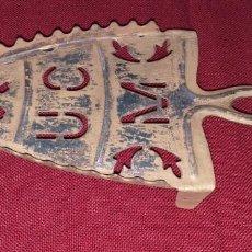 Antigüedades: ANTIGUO POSA PLANCHAS DE HIERRO SIGLO XIX. Lote 169447168