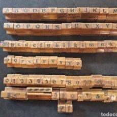 Antigüedades: 80 TAMPONES, SELLOS, LETRAS DE IMPRENTA DE MADERA Y CAUCHO.. Lote 169451285
