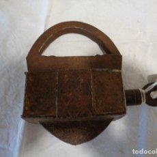 Antigüedades: CANDADO HIERRO FORJA BARROCO. Lote 169649060