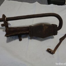 Antigüedades: CANDADO FORJA TIBETANO SIGLO XVIII. Lote 169657032