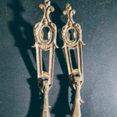Antigüedades: PAREJA DE TIRADORES ANTIGUOS DE BRONCE ANTIQUE UNIQUE. Lote 169737912