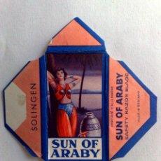 Antigüedades: HOJA DE AFEITAR ANTIGUA,SUN OF ARABY,SOLINGEN,CON CUCHILLA ORIGINAL-SIN USAR. Lote 169778524