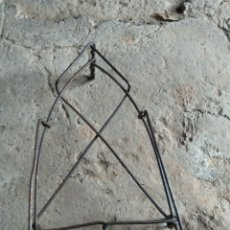 Antigüedades: REPOSA PLANCHA ALAMBRE. Lote 169803669