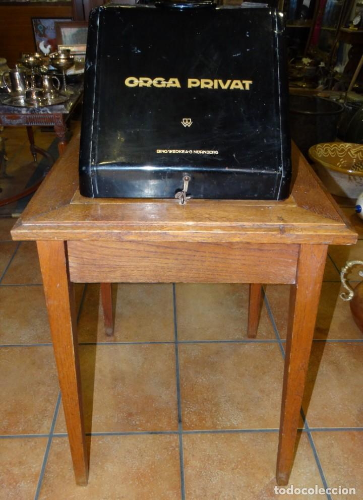 MÁQUINA DE ESCRIBIR ORGA PRIVAT CON SU MESA DE ROBLE. MADE IN BAVARIA (ALEMANIA) (Antigüedades - Técnicas - Máquinas de Escribir Antiguas - Otras)