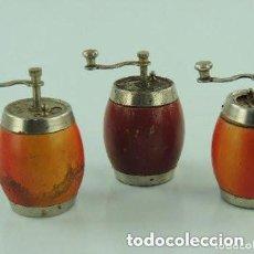 Antigüedades: ANTIGUO JUEGO DE TRES MOLINILLO DE ESPECIES MADERA AÑOS 60 EXCELENTES PIEZAS DE COLECCIÓN. Lote 169981980