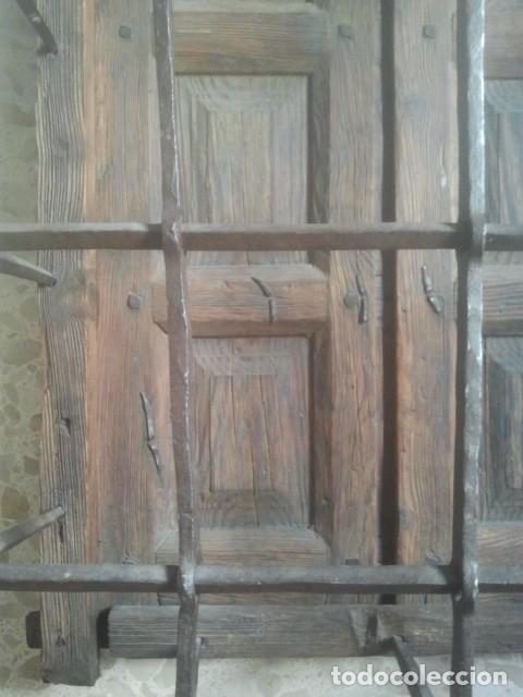 Antigüedades: MARAVILLOSA REJA CASTELLANA EN HIERRO DE FORJA VOLADA - CON SU MARCO Y PORTEZUELAS - SIGLO XVII - Foto 2 - 170001740