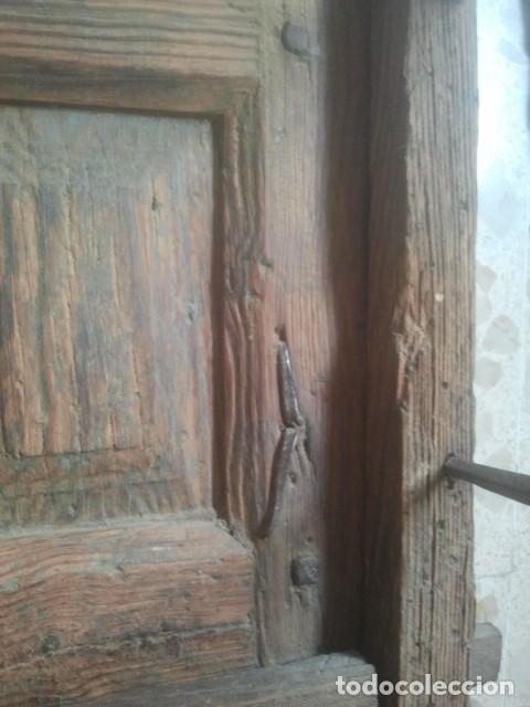 Antigüedades: MARAVILLOSA REJA CASTELLANA EN HIERRO DE FORJA VOLADA - CON SU MARCO Y PORTEZUELAS - SIGLO XVII - Foto 4 - 170001740
