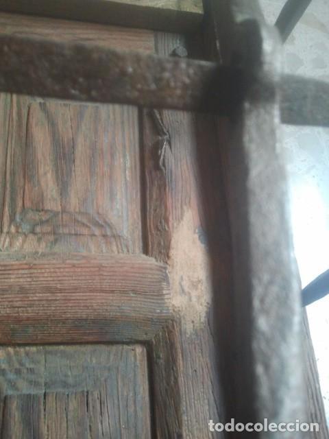 Antigüedades: MARAVILLOSA REJA CASTELLANA EN HIERRO DE FORJA VOLADA - CON SU MARCO Y PORTEZUELAS - SIGLO XVII - Foto 5 - 170001740