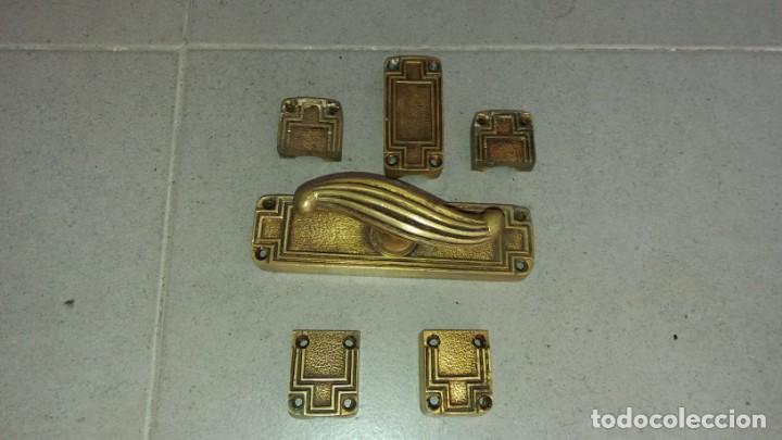 Antigüedades: Cerradura tirador pomo ART DECO bronce para ventana cerrojo pasador manivela falleba cerrajeria - Foto 2 - 170033192