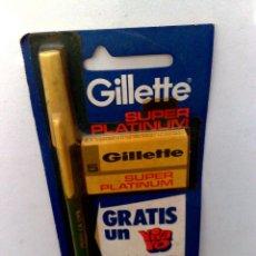 Antigüedades: GILLETTE:ANTIGUO DISPLAY CON ESTUCHE DE HOJAS DE AFEITAR Y BOLI DE REGALO,CON PRECINTO (DESCRIPCIÓN). Lote 170084756