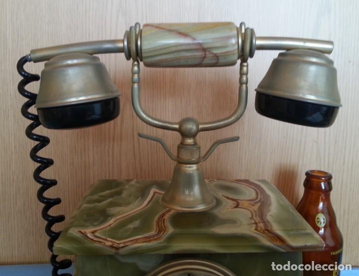 Teléfonos: Teléfono de alabastro. Años 60. Funcionando perfectamente. - Foto 2 - 170112116