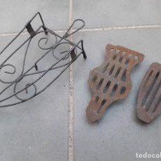 Antigüedades: 3 SOPORTES PARA PLANCHAS/ POSA PLANCHAS ENTRE 12 Y 27CM APROX. Lote 170215608