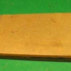 Antigüedades: PIEDRA DE AFILAR NAVAJA DE AFEITAR : COTICULA AMARILLA CLASICA + TIPO TURINGIA, SHARPENING STONE. Lote 170342404