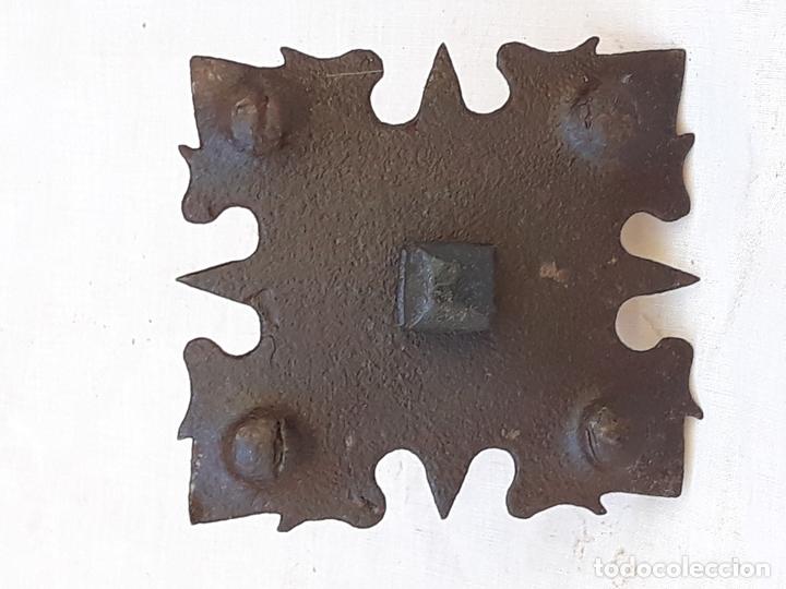 CLAVO ANTIGUO EN HIERRO FORJADO - SIGLO XVII - XVIII. 3 (Antigüedades - Técnicas - Cerrajería y Forja - Clavos Antiguos)