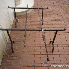 Antigüedades: ESPETOS CON MORILLOS FORJA SIGLO XVL . Lote 104080835
