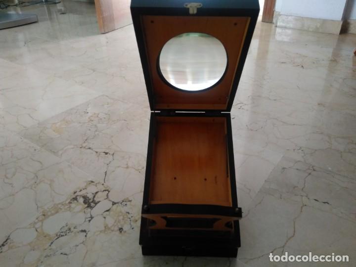 Antigüedades: Bonita caja de madera decorada con lupa. 22 x 145 cm. Lasante. Óptico. - Foto 3 - 171017542
