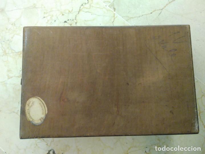 Antigüedades: Bonita caja de madera decorada con lupa. 22 x 145 cm. Lasante. Óptico. - Foto 8 - 171017542