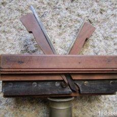 Antigüedades: ANTIGUO CEPILLO CARPINTERO DE MACHIHEMBAR CANTOS TABLAZON, EN CAOBA , ACERO PEUGEOR + INFO 1S. Lote 171210979