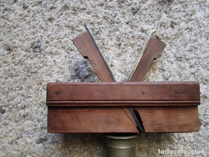 Antigüedades: ANTIGUO CEPILLO CARPINTERO DE MACHIHEMBAR CANTOS TABLAZON, EN CAOBA , ACERO PEUGEOR + INFO 1s - Foto 2 - 171210979
