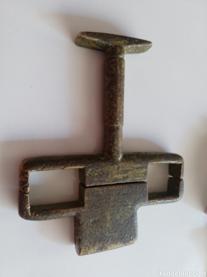 CANDADO DE BRONCE RARO (Antigüedades - Técnicas - Cerrajería y Forja - Candados Antiguos)
